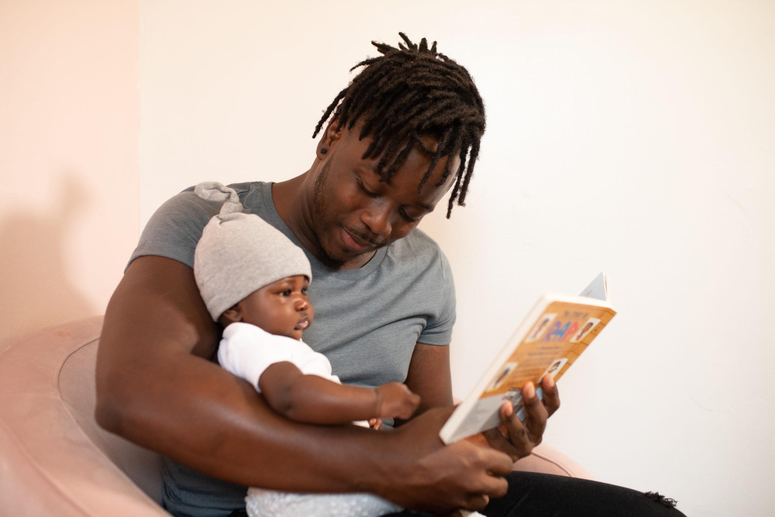 Ter um bebê afetará minha carreira? (Foto de nappy no Pexels)